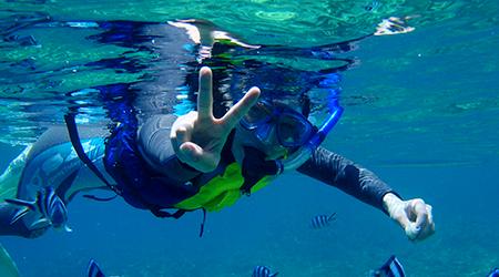 沖縄でシュノーケリングスクール&沖縄で青の洞窟シュノーケリング