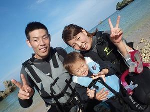 沖縄シュノーケリング幼児の子供でも一緒に楽しめる
