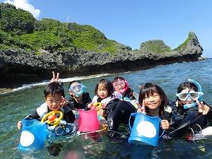 4歳、6歳、12歳家族と青の洞窟シュノーケリング