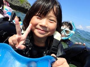 沖縄子供とシュノーケリング