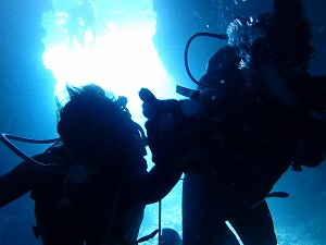 青の洞窟ダイビング シルエット