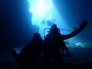 青の洞窟内ダイビング