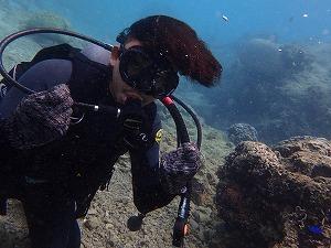 沖縄の海で体験ダイビング海中写真