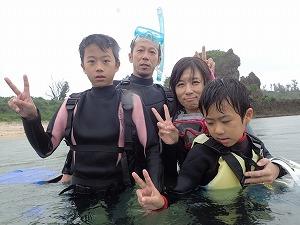 沖縄で家族みんなで楽しむシュノーケリング