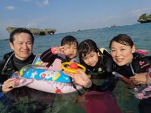 3歳、6歳の子供連れ家族と沖縄シュノーケリングで思いで作り