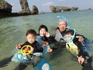 沖縄子供マリン 家族でシュノーケリング