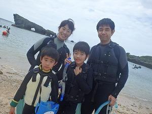沖縄子供遊びでシュノーケリング
