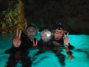 青の洞窟シュノーケリング水面