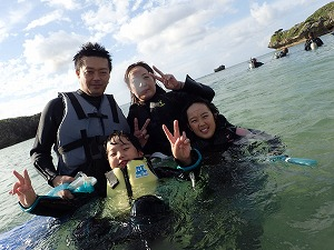 沖縄シュノーケリング家族で思いで作り