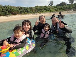 沖縄3世代でシュノーケリング