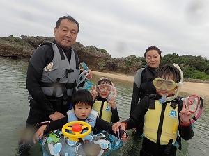沖縄家族でシュノーケリング