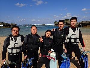 沖縄本島ビーチでシュノーケル 中国から遊びに来てくれました