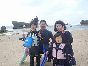 沖縄子供とシュノーケル