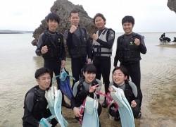 学生旅行でシュノーケリング沖縄の綺麗な海に感動