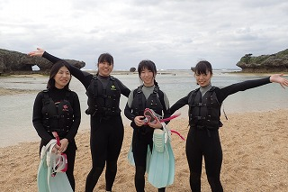 沖縄女子旅プランでシュノーケリング