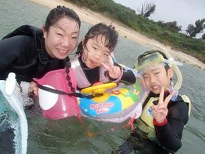 沖縄シュノーケリング家族写真