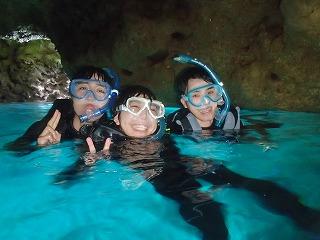 青の洞窟シュノーケリングで写真