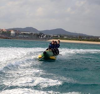 沖縄ダイビングショップシーフリー バナナボート走行