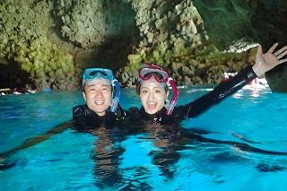 青の洞窟シュノーケリング 洞窟で思い出写真