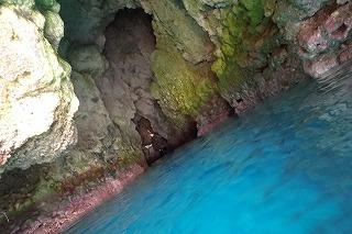 青の洞窟シュノーケル入り口