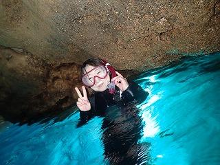 青の洞窟シュノーケリングお母さん
