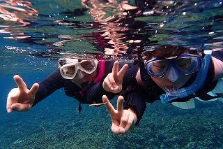 シュノーケリング水面写真