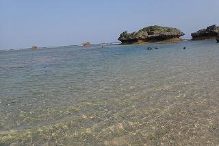 沖縄プライベートビーチでシュノーケリング
