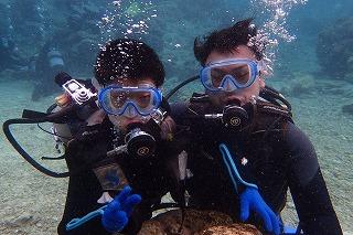 沖縄ダイビング8歳の子供と一緒に水中散歩