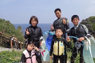 青の洞窟2歳の子連れ家族とシュノーケリング