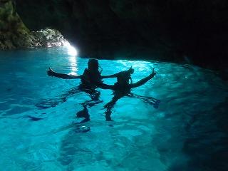 青の洞窟シュノーケリング シルエット