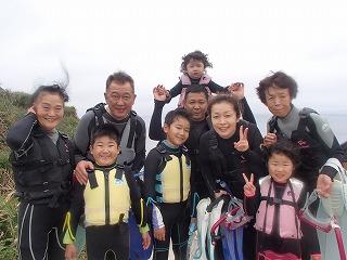 沖縄 3世代家族で青の洞窟シュノーケリング