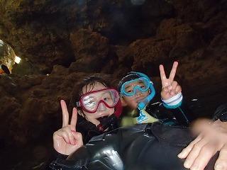 親子で青の洞窟内写真