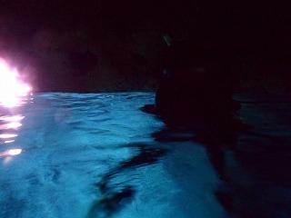 青の洞窟水面シルエット