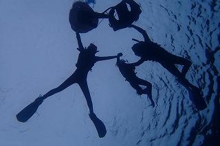 青の洞窟シュノーケリング 水中シルエット写真