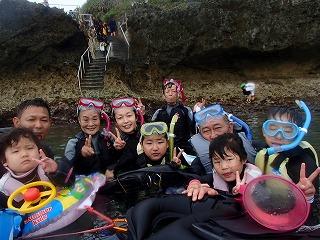 青の洞窟シュノーケリング3世代家族