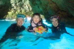 青の洞窟シュノーケリング記念撮影