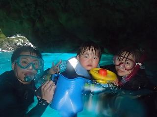 青の洞窟シュノーケリング2歳