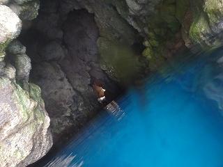 青の洞窟シュノーケリング、入り口