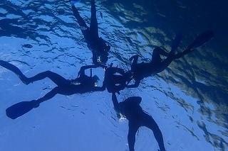 ばっちり思い出の水中シルエット撮影☆シュノーケリングで