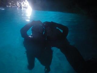 シュノーケリングで青の洞窟