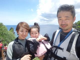 青の洞窟シュノーケリング 家族旅行 記念写真