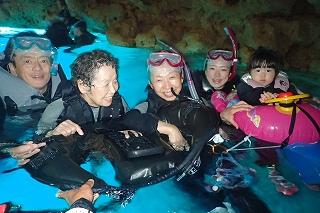 4世代家族旅行 青の洞窟シュノーケリング