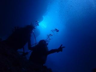 青の洞窟ダイビング 海の中の神秘的な世界