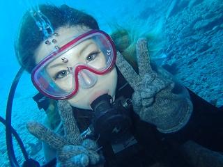 青の洞窟ダイビング 水中で記念写真