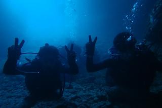 青の洞窟ダイビング 水中から