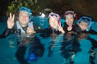 青の洞窟シュノーケリング 洞窟の中