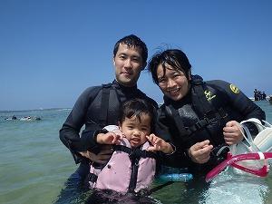 2歳の子供と一緒に沖縄シュノーケリング