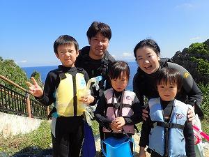 小さな子連れの家族も楽しくシュノーケリング