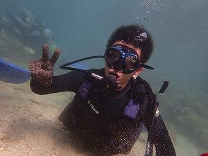 真栄田岬で貸切ダイビング水中写真