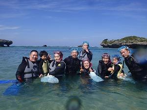 沖縄マリン4歳、5歳の子供と一緒にシュノーケリング 団体